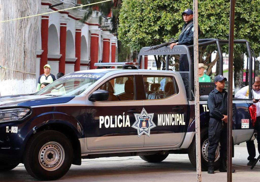 Gobernador del Estado y Secretario Ejecutivo de Seguridad Pública Estatal, entregan patrullas al municipio de Tlaxiaco