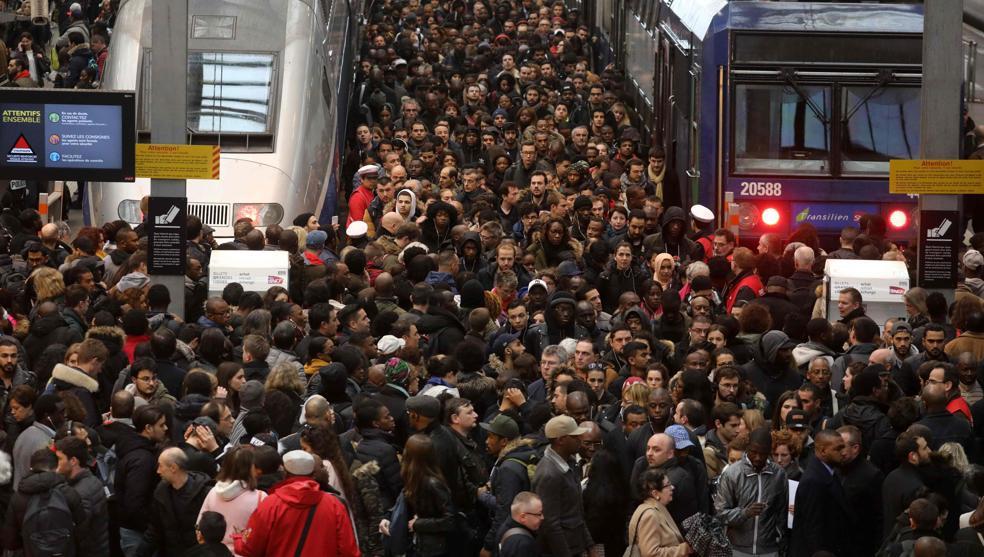 Huelga de trenes en Francia bate récord; 29 días y sin solución