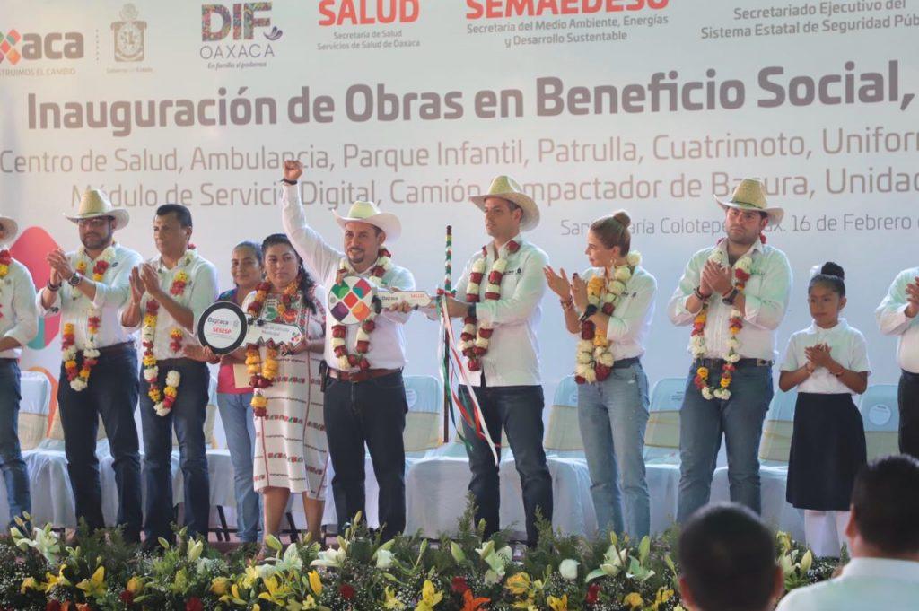 Alejandro Murat Hinojosa refrenda compromiso con Santa María Colotepec