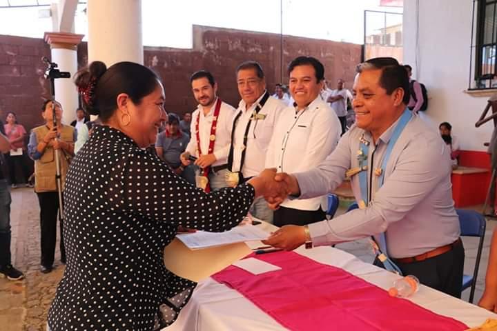 Presidente municipal participa en el acto de designación de beneficiarios del transporte público de Tlaxiaco