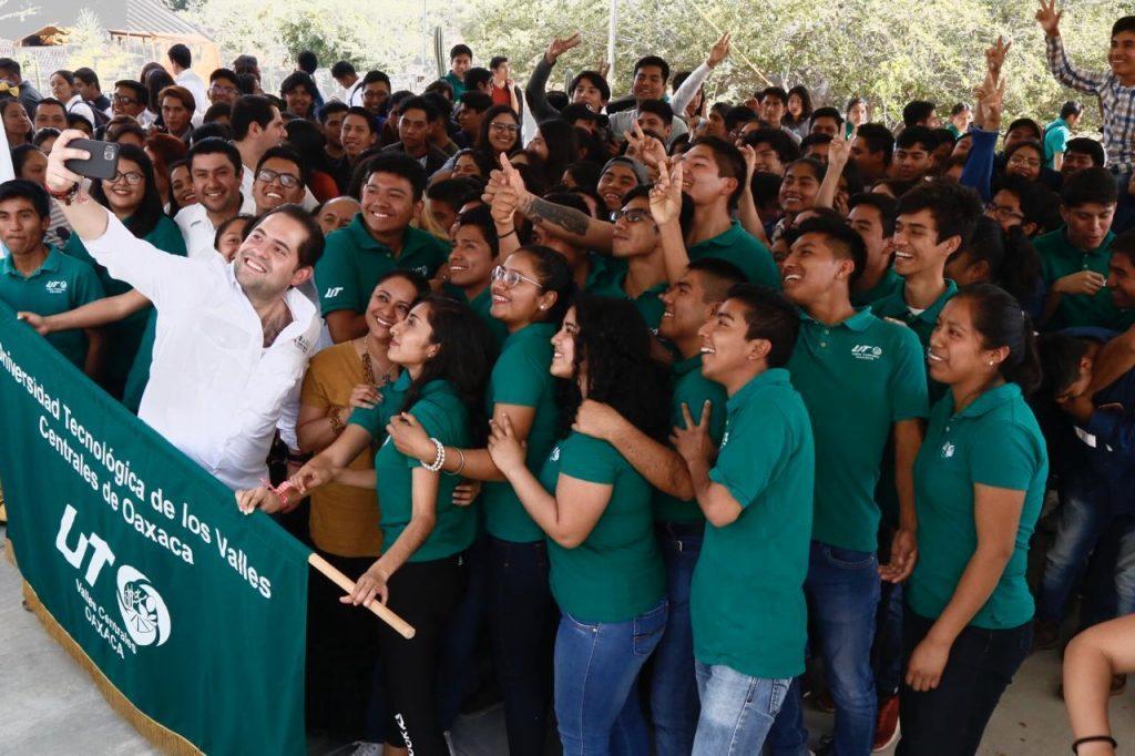 Motiva Raúl Bolaños a jóvenes de UTVCO a transformar y poner a Oaxaca en alto