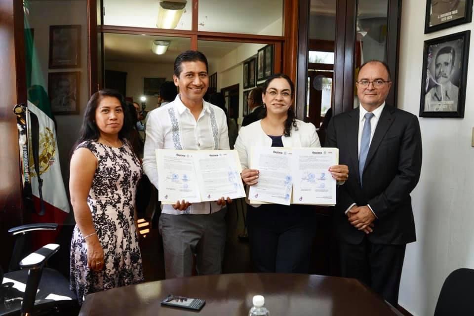 Firman SAPAO y Santa Cruz Xoxocotlán convenio de colaboración